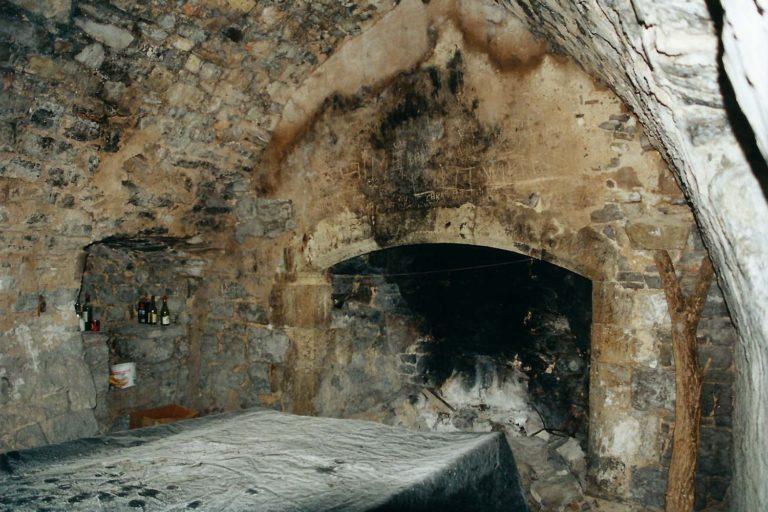 L'intérieur du prieuré avant restauration